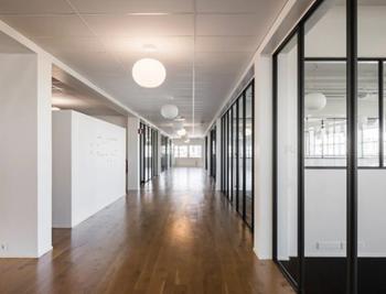 Itsehallintotie 2-4 sisä toimisto käytävä