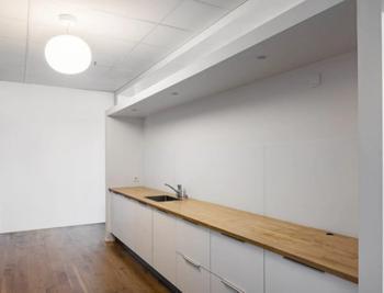Itsehallintotie 2-4 sisä toimisto keittiö