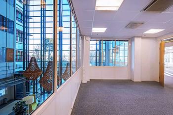 Lars Sonckin kaari 12-16 Stella business Park sisä toimisto