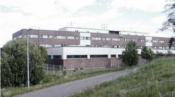 Olarinluoma 14, Espoo julkkari